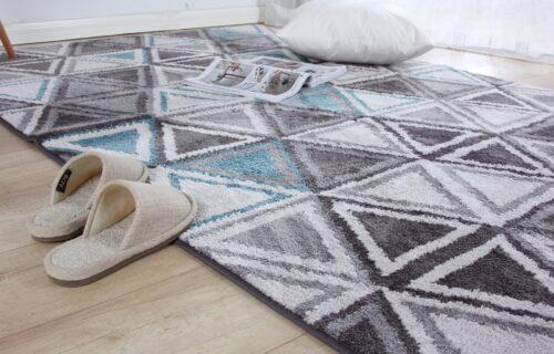 Genijalan trik: Kako da LAKO, brzo i jeftino, STVARNO očistite tepih? (VIDEO)