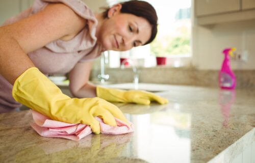 Sirće ubija bakterije i još 5 najvećih zabluda o čišćenju koje morate znati