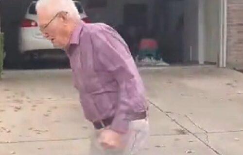 Deka (89) rasplakao svet: Unuka mu došla u posetu, pa joj uradio ono što je celog života voleo (VIDEO)