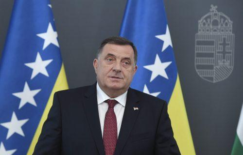 """""""RS je napravila svoj non-pejper, jednog dana ćemo ga svima poslati"""": Dodik šokirao novinare u Banjaluci"""