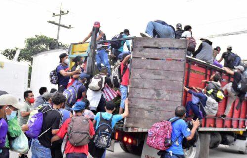 """Sve sluti na nesreću: Karavan od 4.000 MIGRANTA se kreće ka Americi, """"ovde ćemo umreti"""" (FOTO+VIDEO)"""
