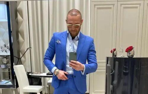 Legendarni borac pokazao sat od 2.500.000 evra: Kad klikne dugme, pojavi se eksplicitna scena! (VIDEO)
