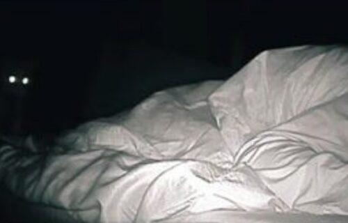 Svako jutro budila se SLOMLJENA, pa postavila noćnu kameru: Šokirala se primetivši DVA OKA (VIDEO)