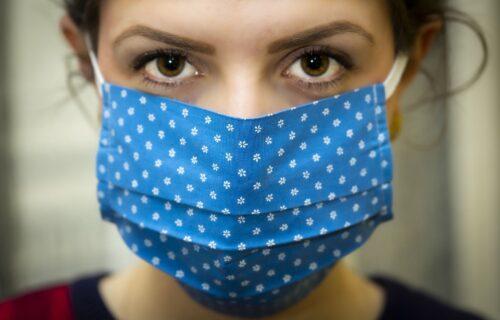 Kako da saznate namere i emocije sagovornika kada nosi masku? Ovo ga odaje