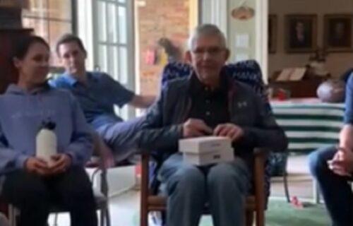Deka (80) nikada nije video CRVENU i ZELENU boju: Dobio specijalne naočare i evo kako je reagovao (VIDEO)