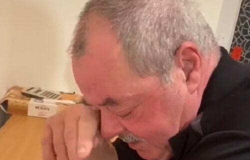 Sin ušao u kuću i saopštio ocu vest koju je čekao da čuje ceo život: Nije mogao da zaustavi SUZE (VIDEO)