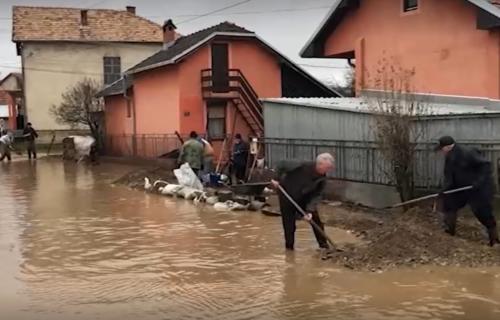 Nabujale reke prete jugu Srbije: Proglašena VANREDNA odbrana od poplava, evakuisane desetine ljudi