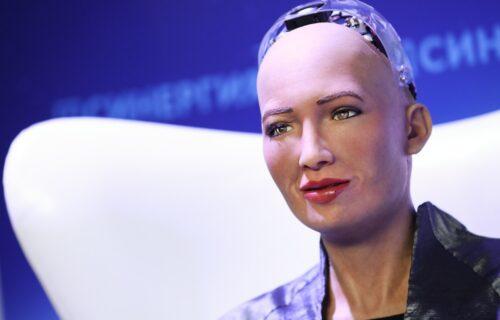 """Robot koji bi """"uništio ljude"""" dobija društvo: HILJADE mašina brinuće o usamljenima (VIDEO)"""