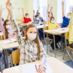 KLJUČNI FAKTORI širenja virusa: Rizik od prenošenja delta soja u školi skoro pet, a kod kuće čak 70 odsto