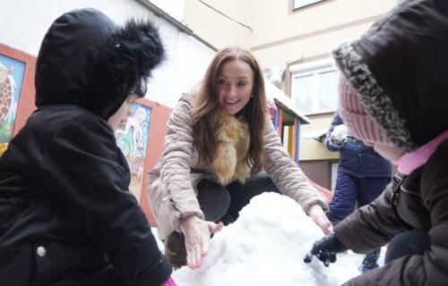 Slađa Delibašić SUPERBAKA: Uživa na SNEGU sa decom (FOTO)