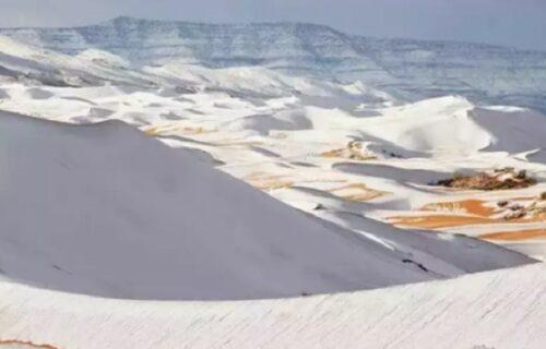 """""""Čeka nas PAKAO"""": Pao sneg u dve velike PUSTINJE, tumači Biblije tvrde da je ovo jako loš znak s neba"""