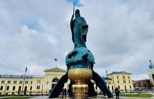Spomenik Stefanu Nemanji ima 4 velika reljefa, evo šta oni predstavljaju!
