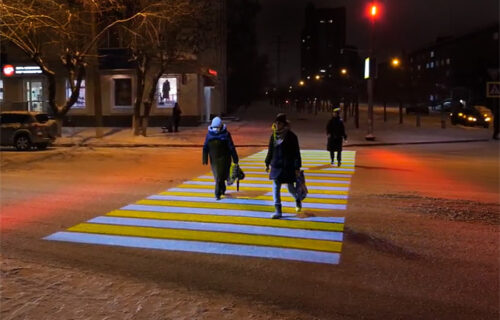 Pešački prelaz s projektorima: Sjajno rešenje za kijamet (VIDEO)