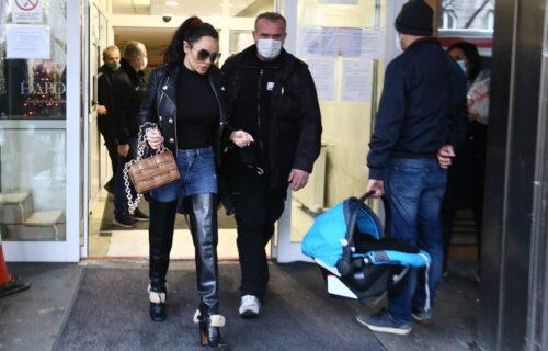 Tamara Đurić se PORODILA pre 5 dana, a već pokazala TRBUŠNJAKE, ni traga od trudničkog stomaka (FOTO)