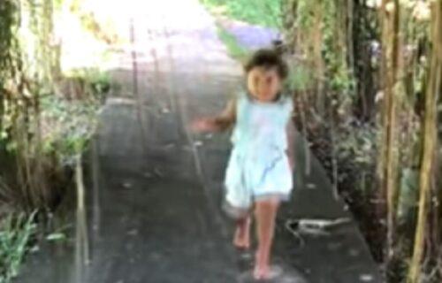 Tijana (5) se igrala u parku, a onda se iza nje prikrala ZMIJA i pokušala da je ugrize (VIDEO)