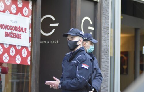 Ispred kancelarije advokata ČAURE i plava RUKAVICA: Prve fotografije sa mesta pucnjave u Resavskoj (FOTO)