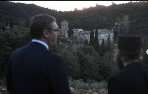 Do sada NEVIĐENI SNIMCI najveće srpske svetinje: Vučić u emisiji preneo utiske posete Svetoj Gori (FOTO)