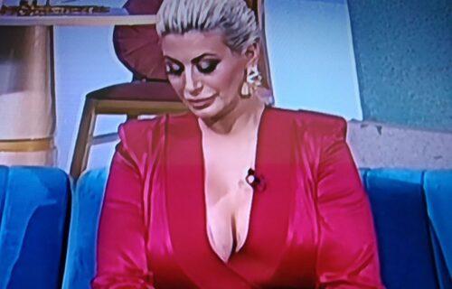 Dušica pokazala nove GRUDI i vrede svaki DINAR: Samo što joj nisu ispale iz haljine u emisiji (FOTO)