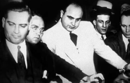 Masakr na Dan zaljubljenih: NAJKRVAVIJI OBRAČUN mafije u istoriji i danas obavijen velom misterije