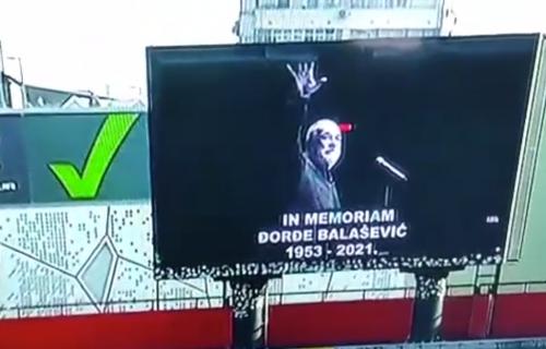 """Poslednje zbogom Balaševiću: Vojvodina se pesmom na """"Karađorđu"""" oprostila od velikog umetnika! (VIDEO)"""
