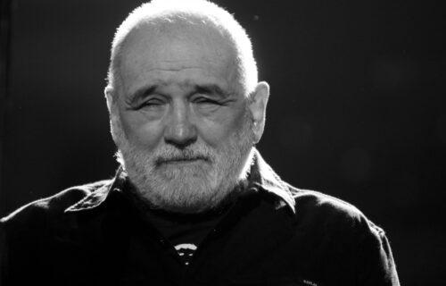 """Evo kako izgleda Balaševićev GROB: Ovde počiva """"panonski mornar"""", svi gledaju u NATPIS na ploči (FOTO)"""