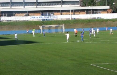 Fotografije sa bosanskog stadiona obišle svet: Fudbalski teren kakav nikad u životu niste videli! (FOTO)