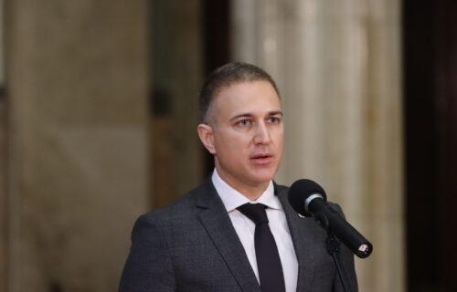 Šokantno otkriće: Ministar Stefanović koristio zaštićeni SKAJ TELEFON koji najčešće ima mafija