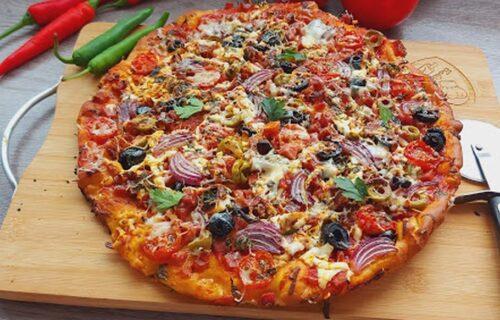 Umesi, iseckaj, izrendaj... Gurmanska domaća pica gotova za 15 minuta (RECEPT+VIDEO)