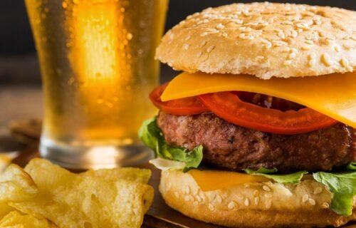 Restoran nudi besplatne hamburgere na godinu dana: Postoji jedan USLOV koji se neće svima dopasti (VIDEO)