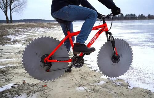 """Bicikl za """"dugu zimu"""": Umesto točkova ugradio testere (VIDEO)"""