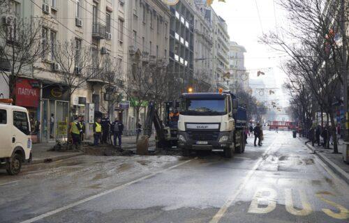 Pogledajte SNIMAK sa lica mesta: HAOS kod Beograđanke posle pucanja cevi, velike gužve u gradu (VIDEO)