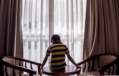 Dečak doživeo nervni SLOM u karantinu: Nije smeo napolje, a onda ga je ovaj čovek TRIKOM vratio u život