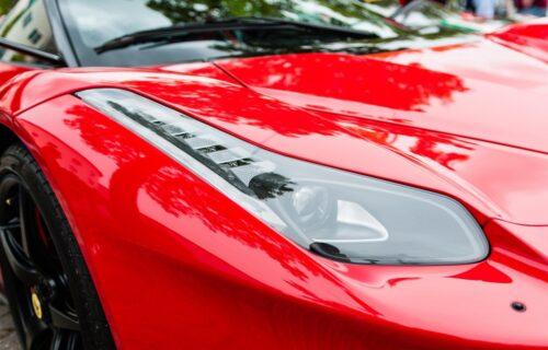 Novi Ferrari V6 hibrid krije 700 KS ispod haube (VIDEO)