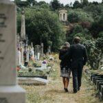 Zašto nosimo CRNINU za pokojnikom? Sveštenik objašnjava pravu simboliku: Još jedna boja se vezuje za SMRT
