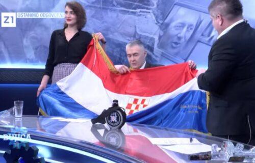 USTAŠKO LUDILO još uvek vlada Hrvatskom: Uživo u programu ismejavali ŽRTVE, natpis užasnuo sve (VIDEO)