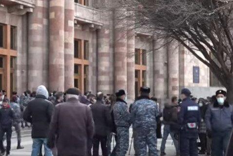 """Haos u Jermeniji! Opozicija poziva na podizanje BARIKADA, Pašinjan: """"Nećemo dozvoliti PUČ"""" (FOTO+VIDEO)"""
