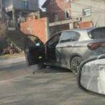 Stravičan SUDAR u Nišu: Automobil se zakucao u drugo vozilo pa POLOMIO banderu kraj puta! (FOTO)