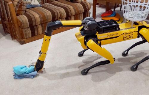 """Preskače konopac, """"njuši"""" radijaciju i skuplja veš: Robot-pas Spot sve može (VIDEO)"""