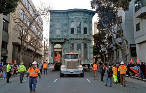 Poduhvat vredan 400.000 dolara: Kako preseliti vilu iz 19. veka šest ulica dalje (VIDEO)