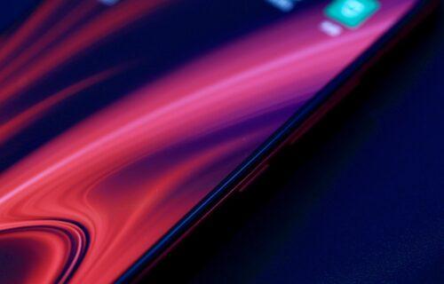 Xiaomi predstavio telefon s waterfall ekranom (VIDEO)