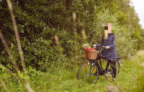 """Devojka sa sela dala oglas za muža: """"Neću one koji briju međunožje, već dlakavog, a evo šta ću mu dati!"""""""
