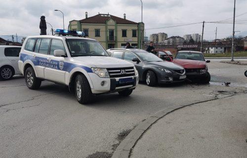 Žestok SUDAR u kružnom toku: Vozač u Čačku ušao u suprotan smer, pa napravio opšti karambol (FOTO)