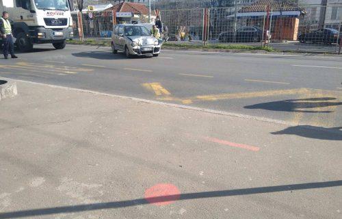 UDES na Konjarniku: Automobil SMRSKAN nakon probijanja ograde, nema teže povređenih (FOTO)