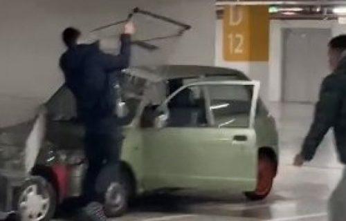 Novi SRAMAN izazov na TikToku: Mladi napadaju i guraju MIGRANTE, pa im lome automobile
