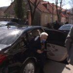 Krivokapić ZABORAVIO obećanje narodu: Na Cetinje stigao MERCEDESOM, ne ide više taksijem (VIDEO)