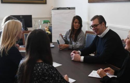 U sjajnom društvu: Predsednik Vučić nahvalio žene iz Predsedništva (FOTO)