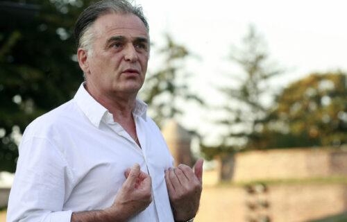 Branislav Lečić ima NOVU devojku? Glumac sa OVOM dve decenije mlađom crnom razmenjivao nežnosti  (FOTO)