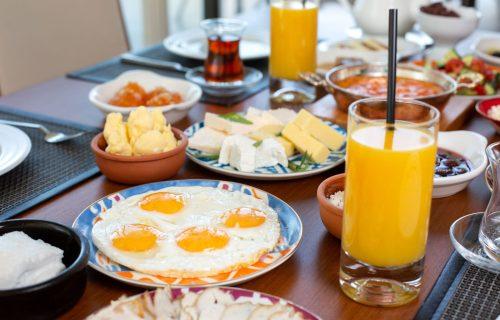 Vreme je veoma važno: U koliko sati je najzdravije doručkovati i o čemu MORATE najviše da vodite računa?