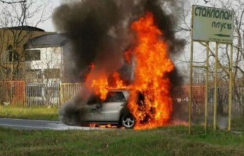 Još jedan POŽAR u Beogradu: Posle autobusa u Zemunu, zapalio se automobil u Sremčici (FOTO)