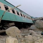 Horor u Pakistanu: Voz izleteo iz šina, vagoni udarali jedan u drugi, 40 povređenih, ima i MRTVIH (FOTO)